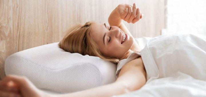 Dormire senza cuscino fa bene? Scopri vantaggi e svantaggi